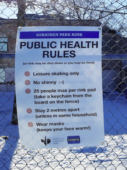 A sign posted on the baseball fence at the park indicates the public health rules stated in the HTML text.